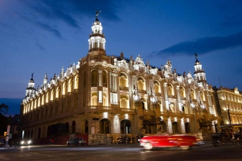 great theatre of Havana, blue hour photography tour in cuba led by louis alarcon