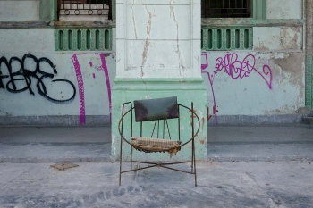 chair in havana 15 , photography tour by louis alarcon