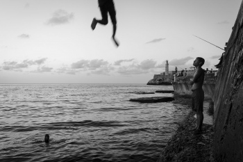 black and with pictures in these photo workshops in cuba