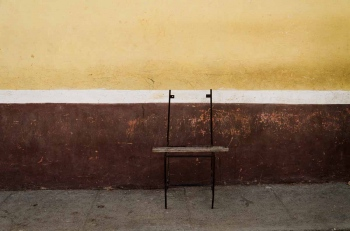 chair in havana 1 , photography tour by louis alarcon