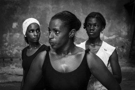 Girls in Havana, concentrated expressions in my workshops of photography in Cuba