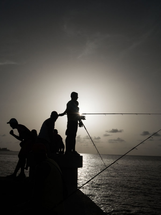 fishermen in cuban malecon, photography tour by louis alarcon